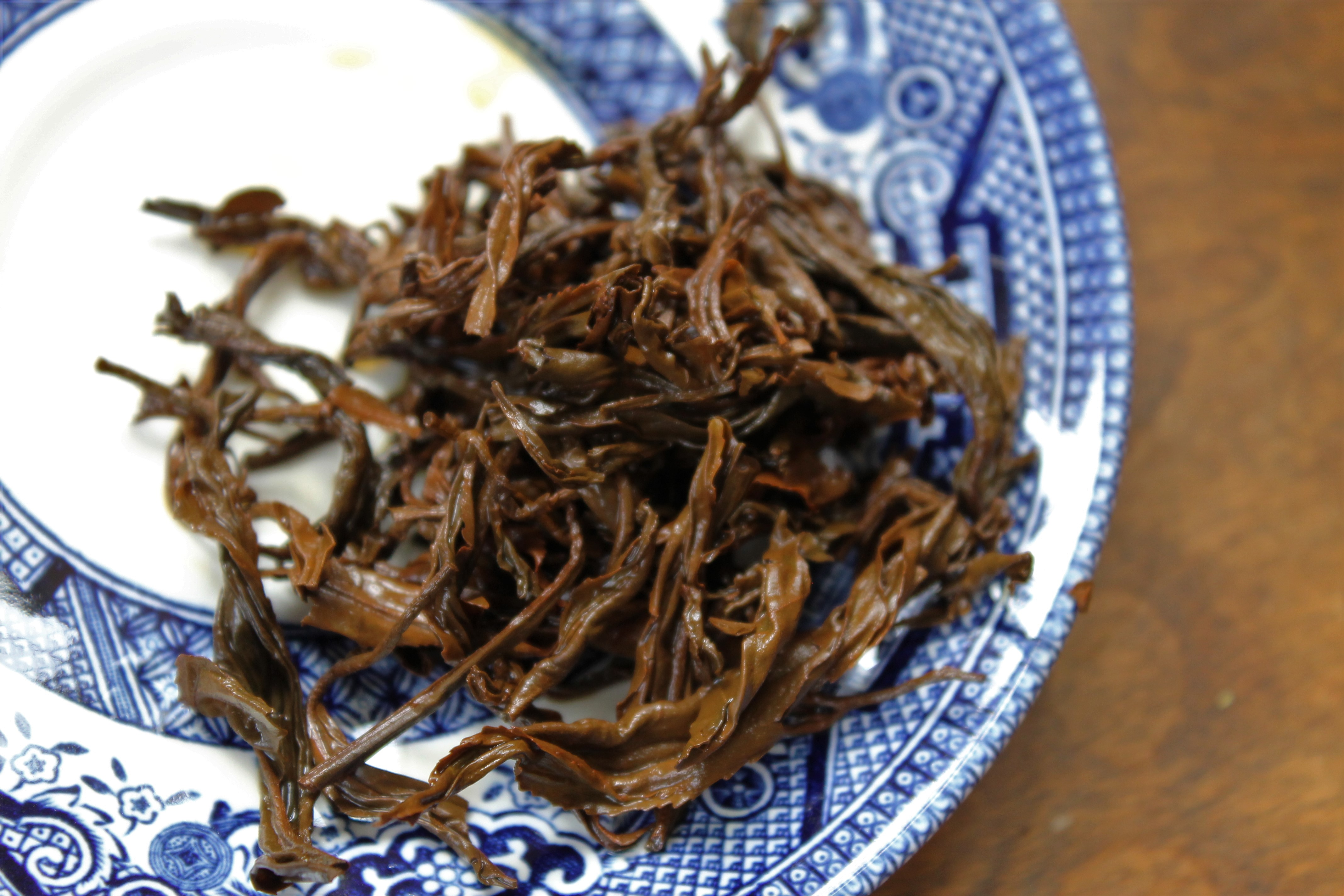 yunnan china black tea on saucer