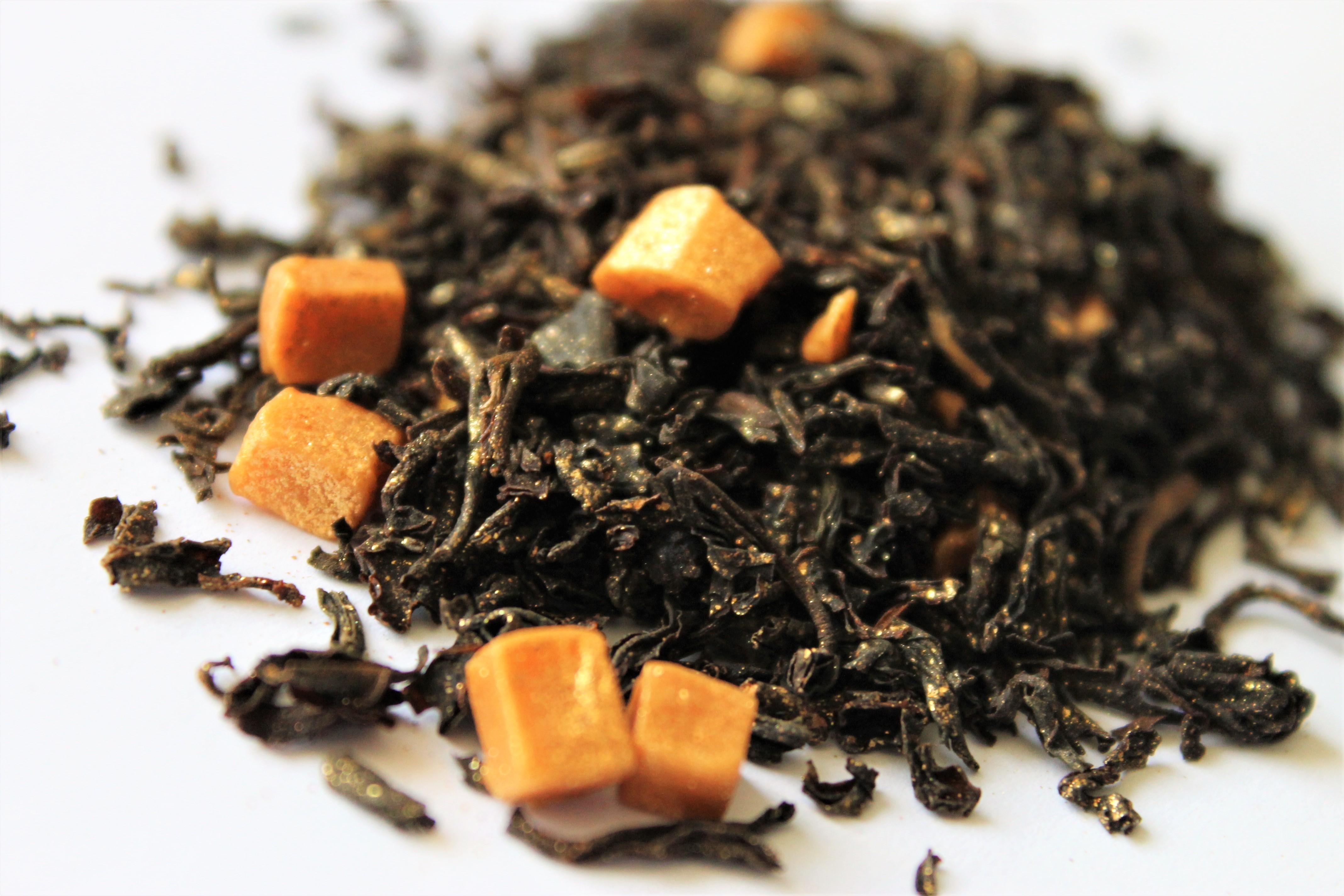 black tea with caramel pieces