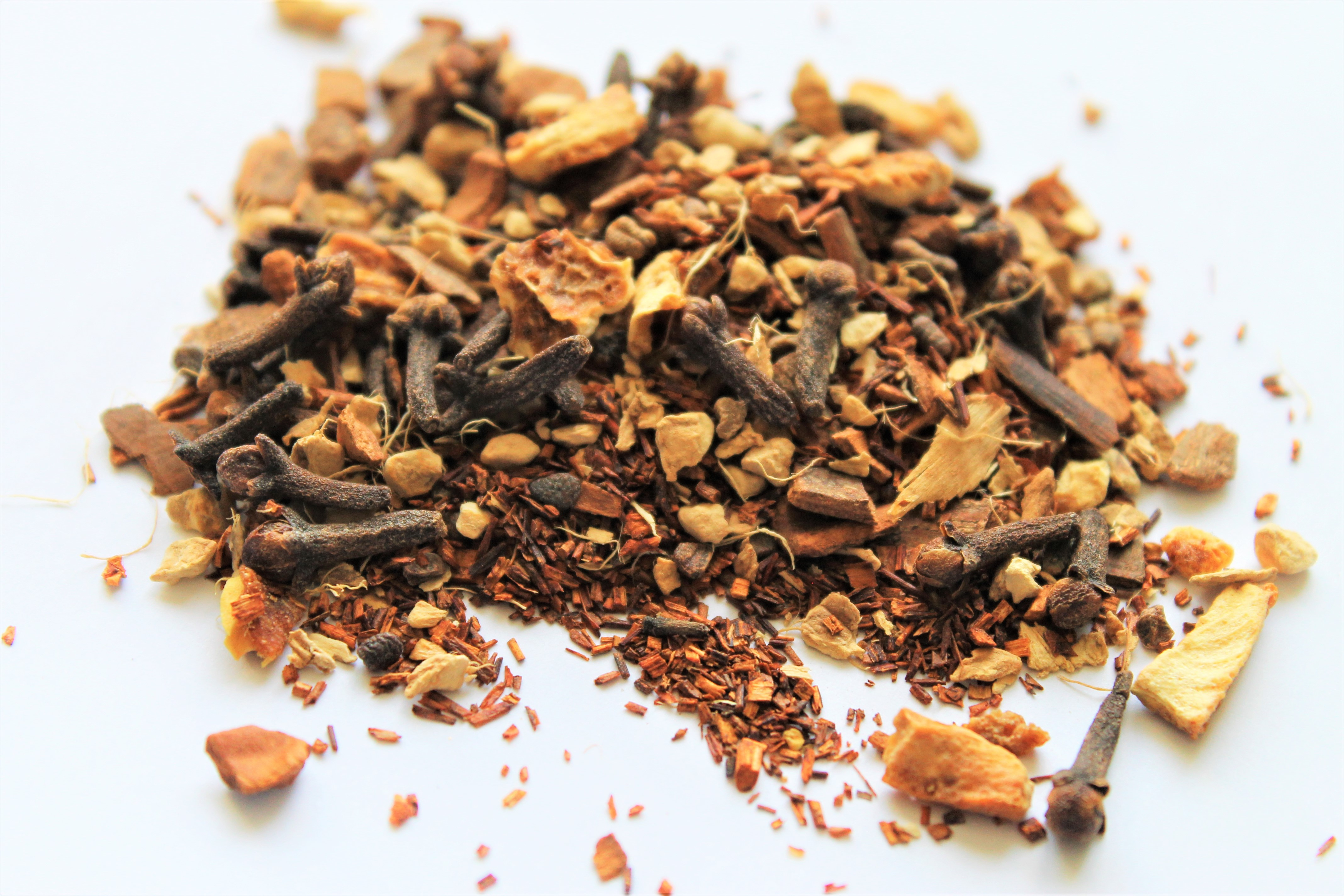 rooibos tea with cloves and cinnamon chips