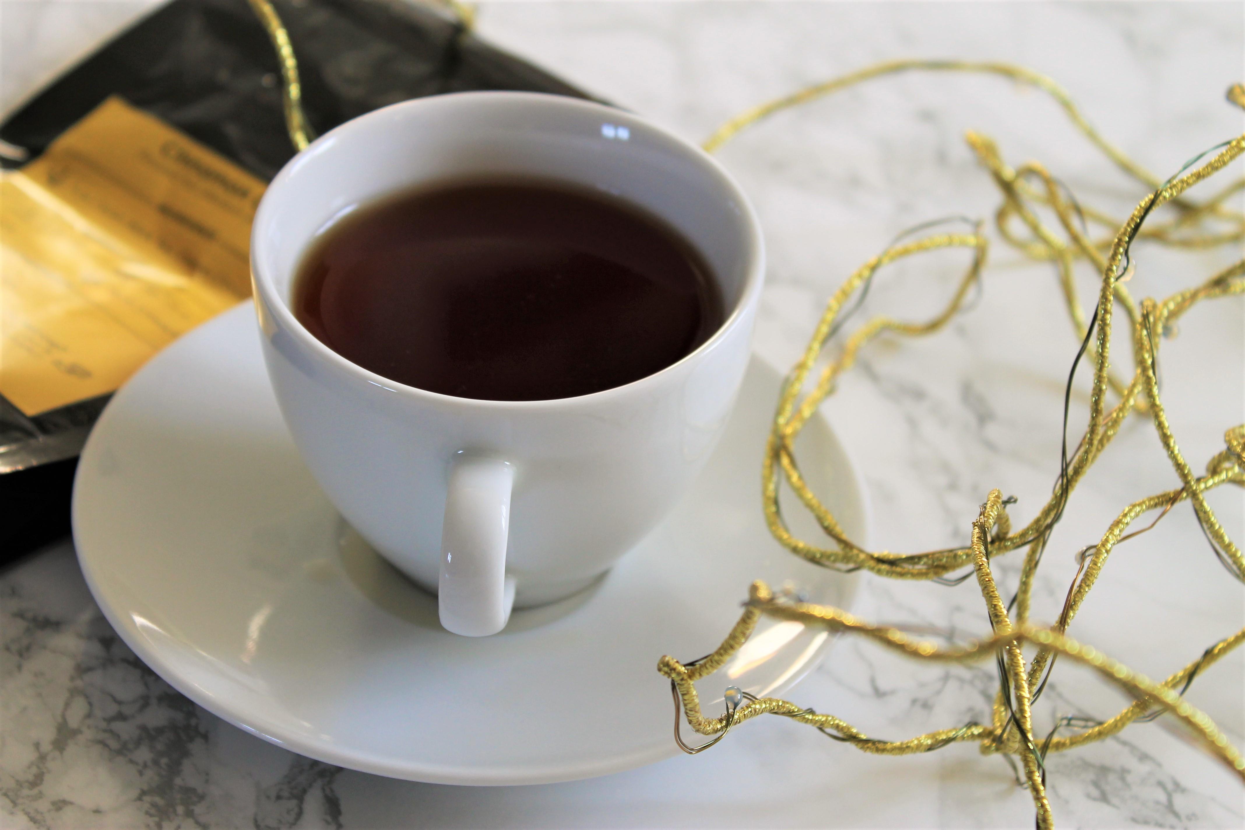 black tea christmas gold