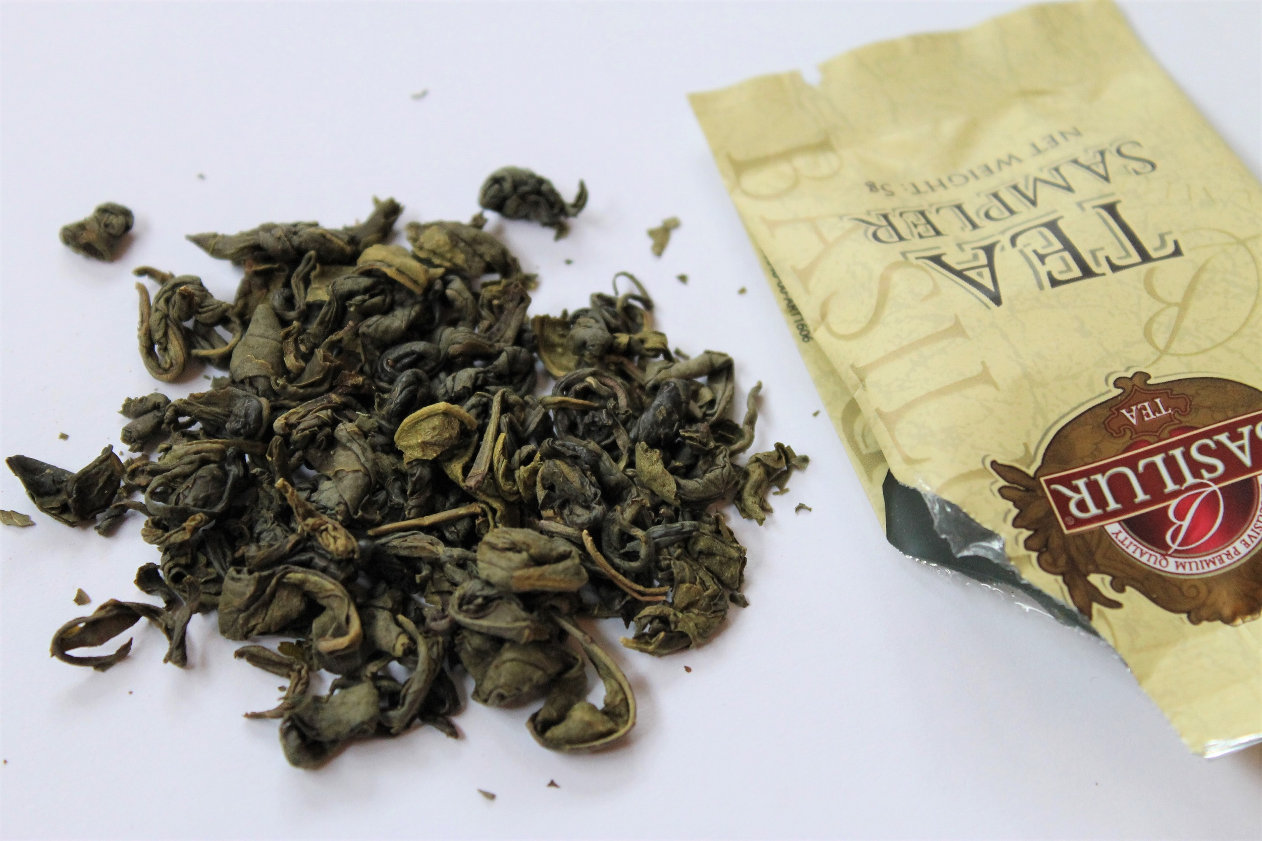 ceylon green tea with peppermint leaves