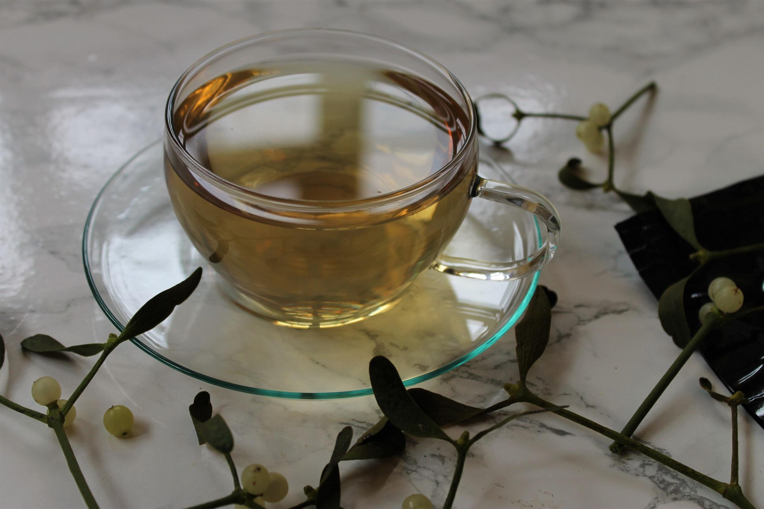 white tea with mistletoe