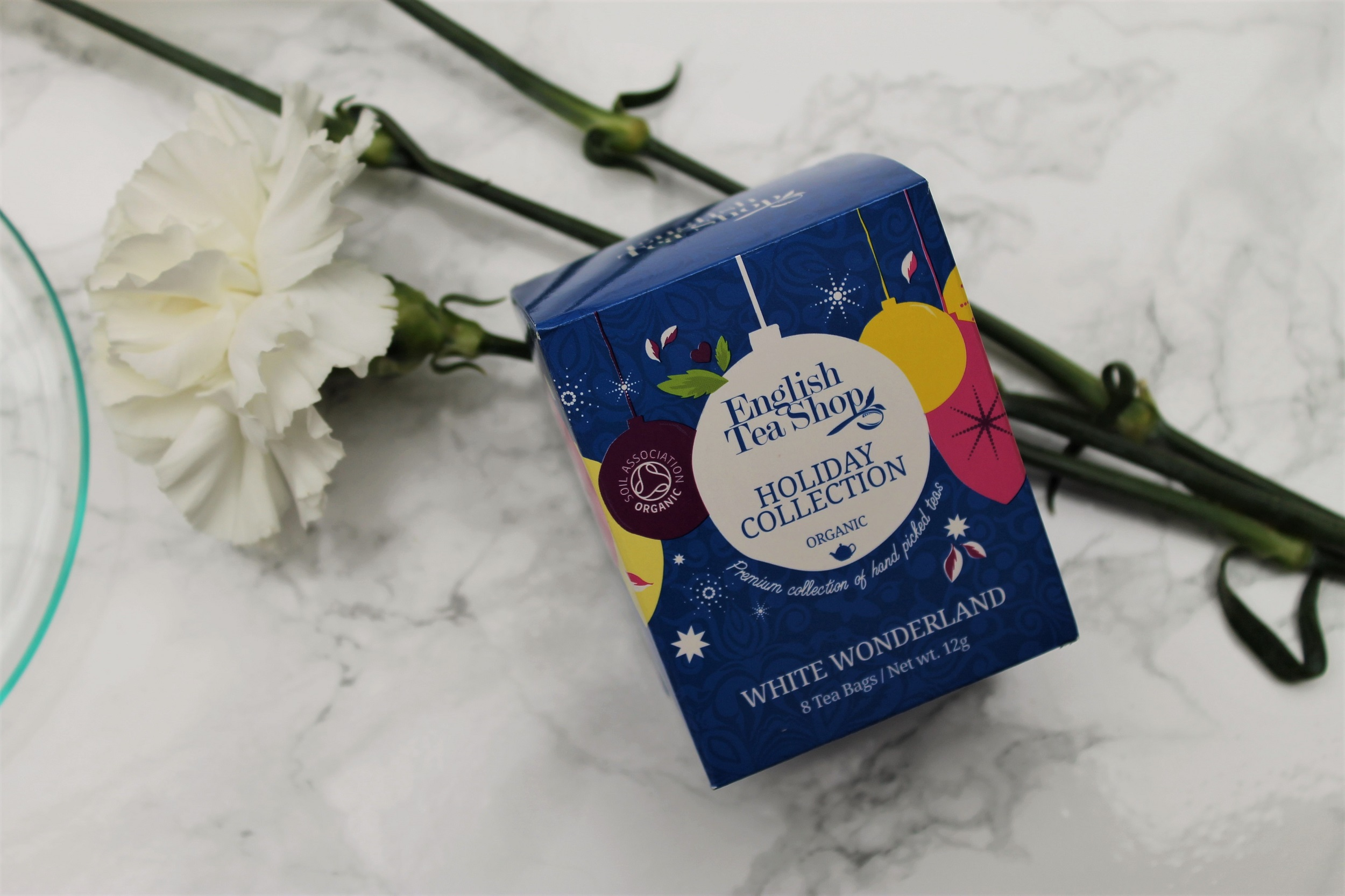 white wonderland blue tea box