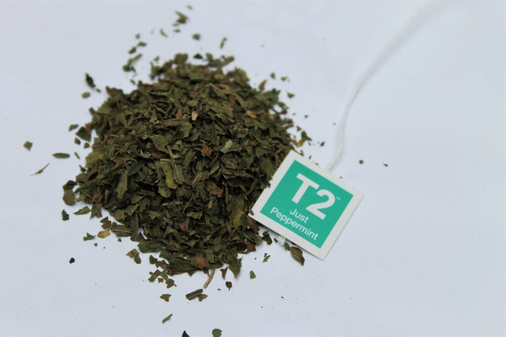 loose peppermint leaves