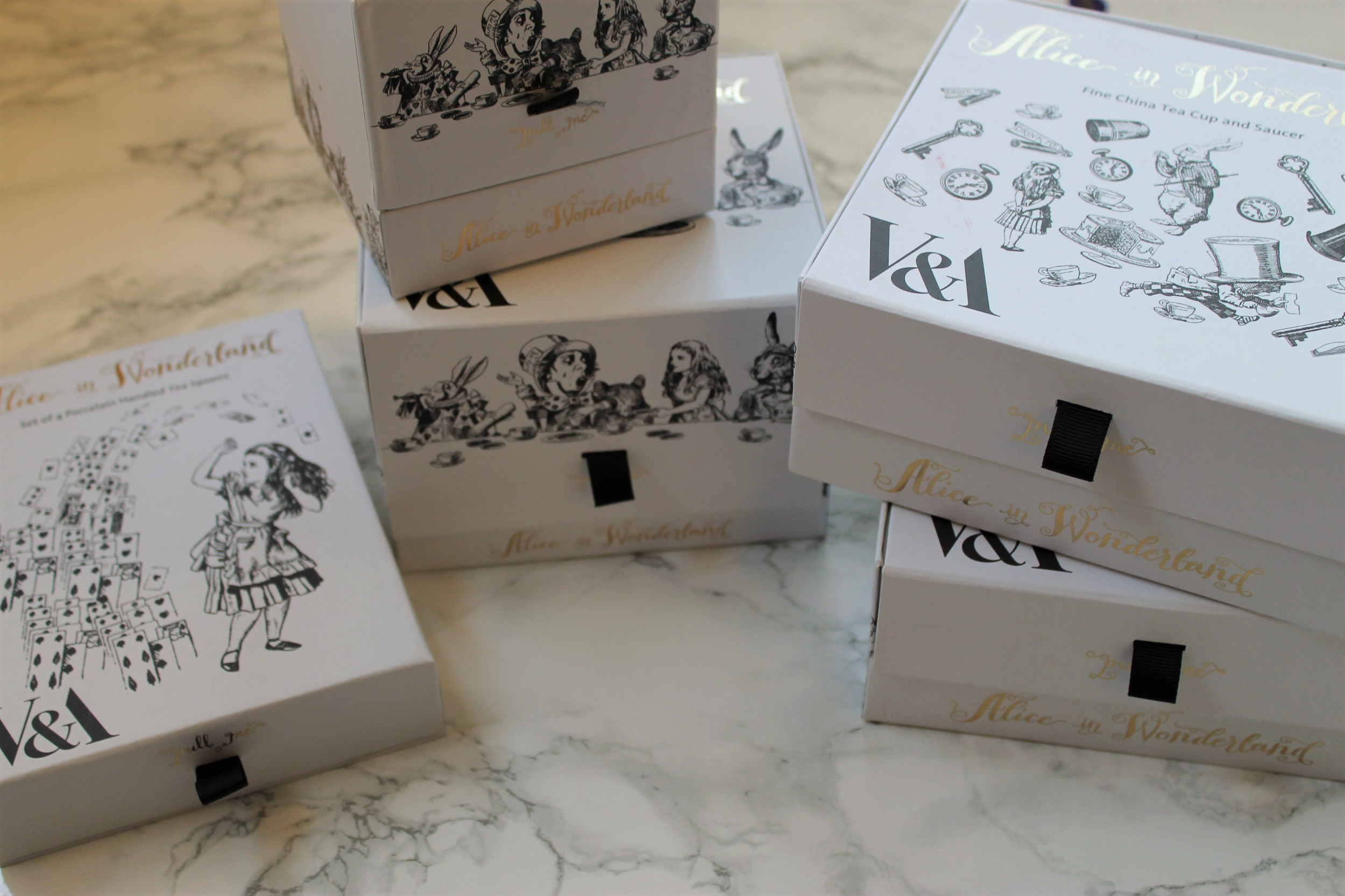 alice in wonderland tea set boxes