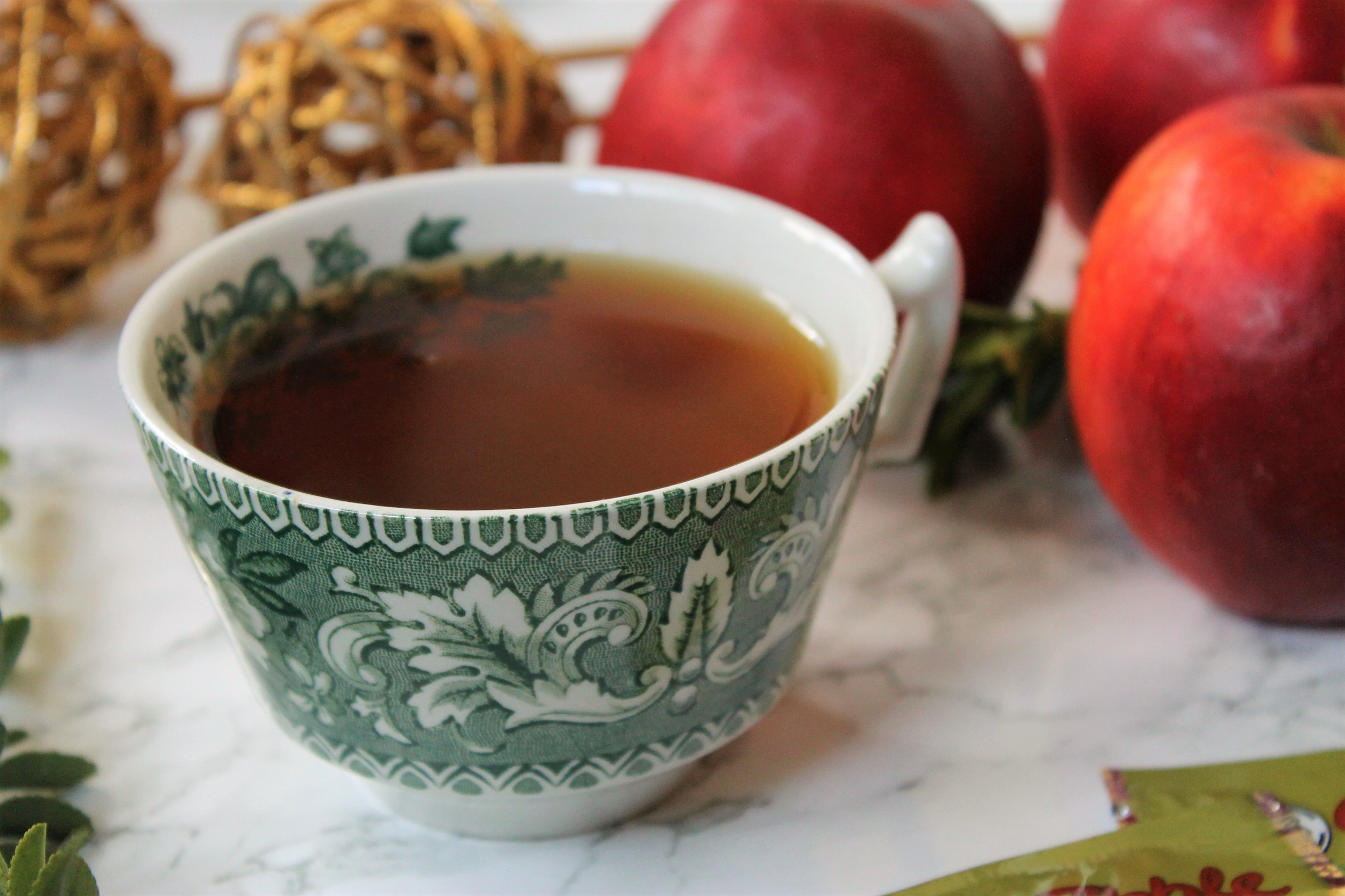 mlesna apple tea in green teacup