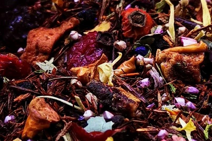 rooibos hibiscus loose tea blend